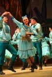 快活的欢乐俄国民间舞 芭蕾舞蹈艺术仿照民间假日Maslenitsa样式 免版税库存照片