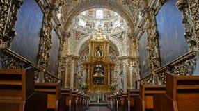 念珠卡皮亚del罗萨里奥的教堂内部看法  免版税图库摄影