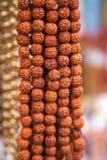 念珠在印度市场上 库存照片