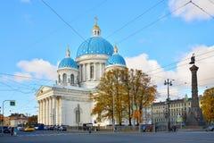 忽略三位一体大教堂救生员Izmailovsky r 免版税图库摄影