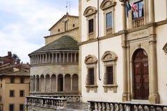 忽略在阿雷佐- Tusca的古老宫殿大正方形 库存图片