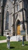 忽略安大略,加拿大` s重创的河的19世纪哥特式大教堂 免版税图库摄影