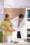怀孕咨询 库存图片