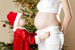 怀孕女孩小的母亲 免版税图库摄影