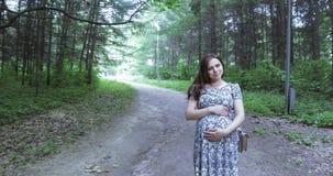 怀孕女孩的公园 影视素材