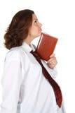 怀孕女实业家的笔记本 免版税图库摄影