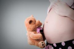 怀孕的夫人 免版税库存图片