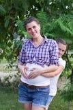 怀孕的女孩 免版税库存图片