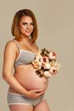怀孕的女孩 免版税库存照片