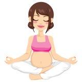 怀孕的母亲瑜伽姿势 库存照片