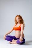 怀孕的瑜伽 库存图片