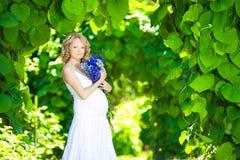 怀孕的白种人妇女 库存照片