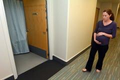 怀孕-有的孕妇收缩 免版税库存图片