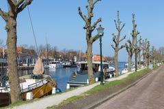 怀有有历史木帆船的荷兰城市梅登布利克 图库摄影