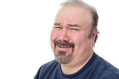 怀疑地笑一个的人的特写镜头画象 免版税库存照片