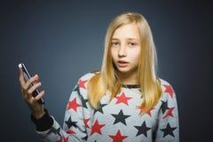 怀疑女孩或少年有片剂个人计算机计算机的 免版税库存图片