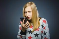怀疑女孩或少年有片剂个人计算机计算机的 免版税图库摄影
