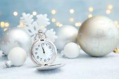 怀表和装饰在桌上 christmas countdown 免版税库存照片