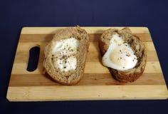 怂恿在法语早餐的煎蛋的面包 图库摄影