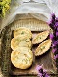 怂恿馅饼和南美番荔枝馅饼在木板材 库存照片