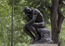 思想家罗丹博物馆入口的Aguste罗丹,本杰明・富兰克林公园大道,费城,宾夕法尼亚 图库摄影