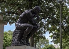 思想家罗丹博物馆入口的Aguste罗丹,本杰明・富兰克林公园大道,费城,宾夕法尼亚 免版税库存照片