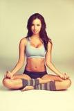思考瑜伽的妇女 免版税库存照片