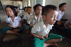 思考的学生在的Hpa,缅甸 图库摄影