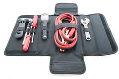 紧急成套工具,汽车起重器,汽车的跨接电线 免版税库存图片
