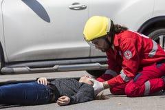 急救,在车祸的受害者解放 免版税图库摄影