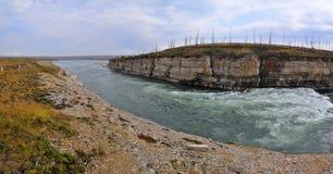 急流全景在一个岩石峡谷的 库存图片