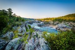 急流看法在日落的波托马克河,在伟大的秋天Pa 免版税库存图片