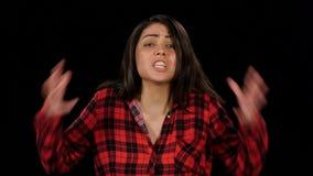 急燥的妇女然后愤怒抓住她的头并且尖叫 投反对票 关闭 股票视频