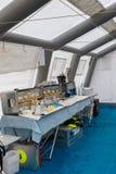 紧急疗程和设备在临时抢救Contr里面 免版税库存图片