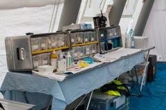 紧急疗程和设备在临时抢救Contr里面 免版税库存照片