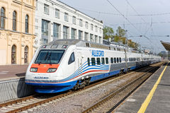 急速地的高速火车在圣彼德堡 免版税库存图片