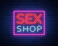 性商店商标,夜签到霓虹样式 霓虹灯广告,性商店促进的一个标志 成人存储 明亮的横幅,每夜 皇族释放例证