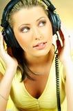 性感女孩的耳机 库存图片