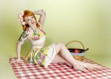 性感模型野餐的pinup 免版税库存图片