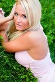 性感白肤金发的时装模特儿 免版税库存照片