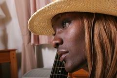 性感的吉他弹奏者 免版税库存图片