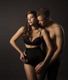 性感的夫妇妇女和人画象,肉欲的高腰部内衣 库存照片