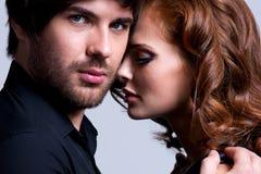 性感的夫妇特写镜头画象在爱的。 库存照片