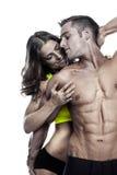 性感的夫妇,拿着一名美丽的妇女的肌肉人被隔绝  免版税图库摄影