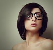 性感的女孩时髦画象玻璃的 免版税库存照片