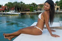 性感的女性在星海岛 库存图片