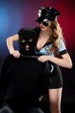性感的女警在工作。 免版税库存照片