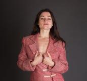 性感的妇女在没有底部的一个发黏的随员 免版税库存照片