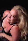 性感的妇女她的中间五十年代 免版税库存照片