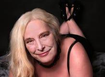 性感的妇女她的中间五十年代 免版税库存图片